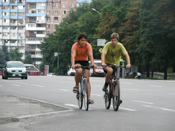 Велосипедисты на Запорожском шоссе