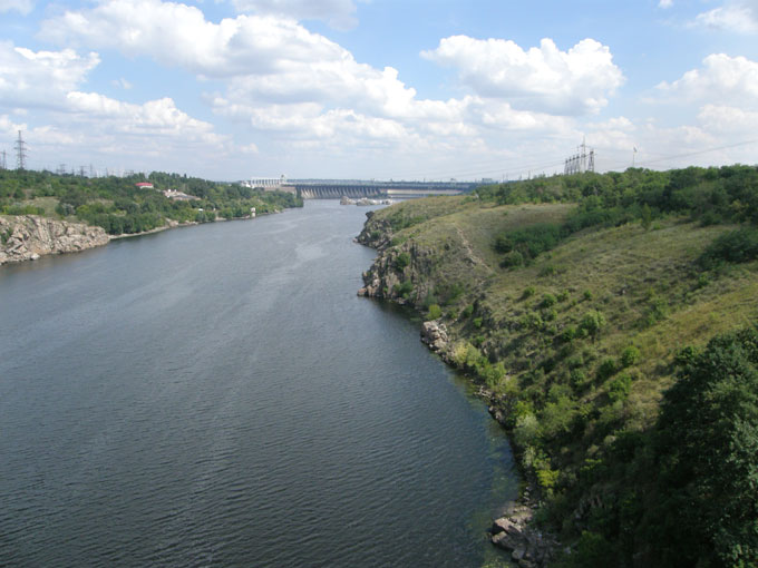 Вид с моста на Хортицу и ДнепроГЭС