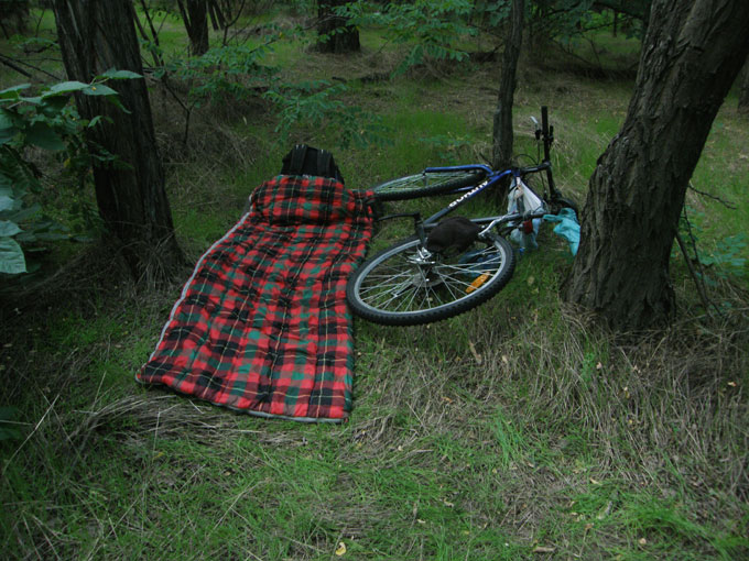 Спальник и велосипед